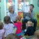 Rodzice czytają przedszkolakom :)